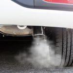 Humo en el escape: las averías que revelan los gases de tu coche